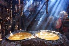 Kokande salt bergigt av Nan Province, Thailand Royaltyfri Bild