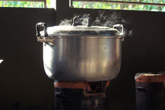 kokande vatten arkivfoto