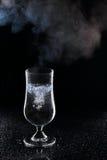 Kokande vatten i ett exponeringsglas Royaltyfri Fotografi