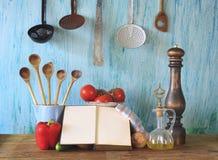Kokbok som lagar mat begrepp royaltyfria bilder