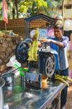 Kokend en verkopend populair het rietsap van India ` s Royalty-vrije Stock Foto