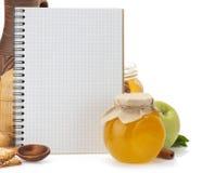 Kokend receptenboek en voedsel Royalty-vrije Stock Foto's