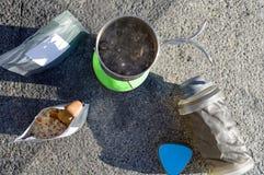 Kokend water Brouw water voor voedsel Het stomen van voedsel royalty-vrije stock afbeeldingen
