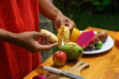 Kokende culinaire klasse Gepelde banan Stock Foto