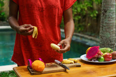 Kokende culinaire klasse Gepelde banan Royalty-vrije Stock Foto