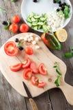 Kokende Griekse salade Royalty-vrije Stock Afbeeldingen