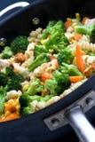 Kokende groenten in een pan Royalty-vrije Stock Foto