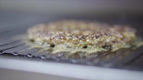 Kokende hamburgerkoteletten stock videobeelden