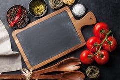 Kokende ingrediënten en werktuigen Royalty-vrije Stock Foto