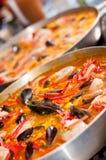 Kokende paella's Royalty-vrije Stock Fotografie