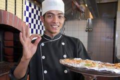 Kokende pizza royalty-vrije stock fotografie