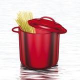 Kokende rode pottenspaghetti Stock Afbeeldingen