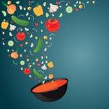 Kokende soep met groenten gazpacho Stock Foto's