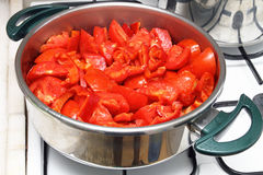 Kokende tomatensaus Stock Afbeeldingen