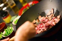 Kokende wok Stock Foto's
