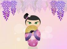 Kokeshi docka- och wisteriablommor Royaltyfri Foto