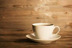 Kokhett kaffe i vit rånar Arkivbild
