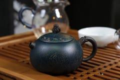 Kokkärl för grönt te Arkivfoto
