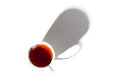 Kokkärl med koppen på vit bakgrund Arkivfoto