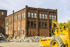 Kokomo -大约2016年10月:前汽车仓库爆破 老铁锈传送带工厂做新建工程的方式我 库存照片