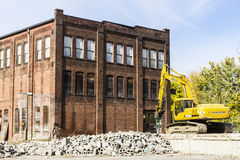 Kokomo -大约2016年10月:前汽车仓库爆破 老铁锈传送带工厂做新建工程的III方式 免版税库存照片
