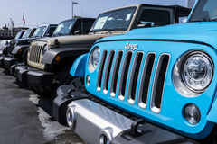 Kokomo - cerca do agosto de 2017: Jeep Automobile Dealership O jipe é uma subsidiária dos automóveis FACU IV de Fiat Chrysler imagem de stock