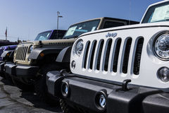 Kokomo - cerca do agosto de 2017: Jeep Automobile Dealership O jipe é uma subsidiária dos automóveis FACU V de Fiat Chrysler fotos de stock royalty free
