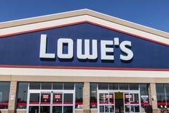 Kokomo - circa im August 2017: Lowe-` s Heimwerken-Lager Lowes lässt Kleinheimwerken- und Gerätespeicher X laufen Lizenzfreie Stockbilder