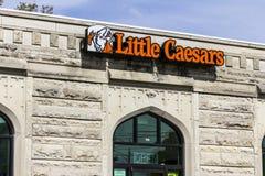 Kokomo - circa im Oktober 2016: Wenig Caesars-Pizza-Vorrecht Wenig Caesars ist eine Durchführungs-Kettenaufmachungspizza und Flüg stockfoto