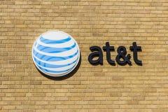 Kokomo - Circa November 2016: AT&T företags logo och signage på ett i stadens centrum centralt kontor XIV Arkivfoto