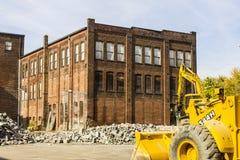 Kokomo - circa octubre de 2016: Demolición automotriz anterior de Warehouse Las fábricas viejas de la correa del moho hacen la ma Foto de archivo