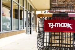 Kokomo - circa octubre de 2016: T J Maxx Retail Store Location T J Maxx es una cadena de venta al por menor IV de descuento Foto de archivo libre de regalías