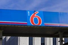 Kokomo - Circa Oktober 2016: Logo och Signage för motell 6 Motell 6 är en viktig kedja av budget- motell I arkivfoto