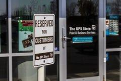 Kokomo - Około Listopad 2016: UPS sklepu lokacja UPS jest Światowym ` s Wielki Pakujący Dostawa Firma Ja Zdjęcia Royalty Free