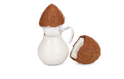 Kokosmilch in einem Glas auf Weiß Lizenzfreie Stockfotos
