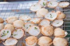 Kokosmilchmischung mit Pulver gebratenem Nachtisch stockbilder