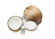 Kokosnöt med kokosnötolja Arkivfoton