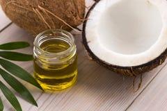 Kokosnöt och kokosnötolja Arkivbild