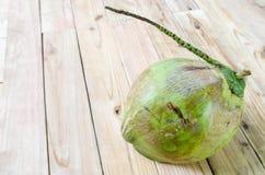Kokosnöt på träbakgrund Arkivbild