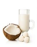 Kokosnöten mjölkar och godisen royaltyfri fotografi
