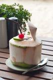 kokosnötfruktsaft Arkivfoto