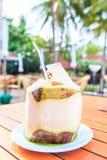 Kokosnötfruktsaft Arkivfoton
