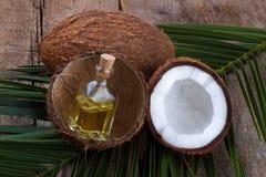 Kokosnötskal och olja Arkivfoto