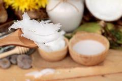 Kokosnoot en melk, oliecoco voor organisch gezond voedsel en schoonheid Royalty-vrije Stock Afbeeldingen