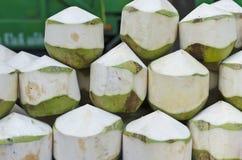 Kokosnoot, gepelde kokosnoot klaar te drinken. Royalty-vrije Stock Afbeelding
