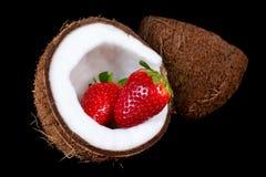 Kokosnoot met aardbei Royalty-vrije Stock Foto's