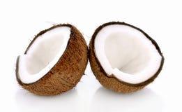 Kokosnoot met de helft op witte Achtergrond Stock Afbeelding
