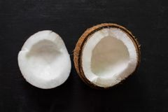 Kokosnoot op zwarte achtergrond Royalty-vrije Stock Foto