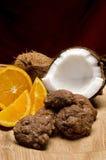 Kokosnoot, sinaasappel en chocoladekoekjes Stock Foto