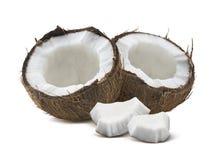 Kokosnoten halve stukken die op witte achtergrond worden geïsoleerd Stock Afbeeldingen